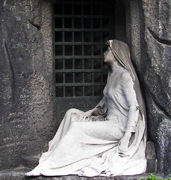 Надгробные памятники кладбища Пер-Лашез