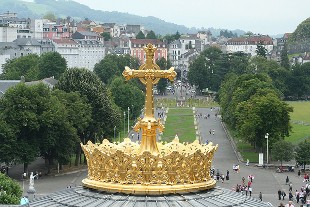 Корона базилики, Лурд