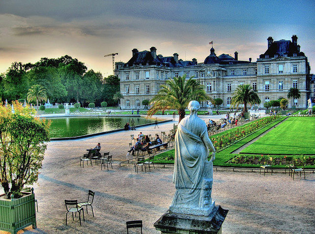 Люксембургский сад, двор