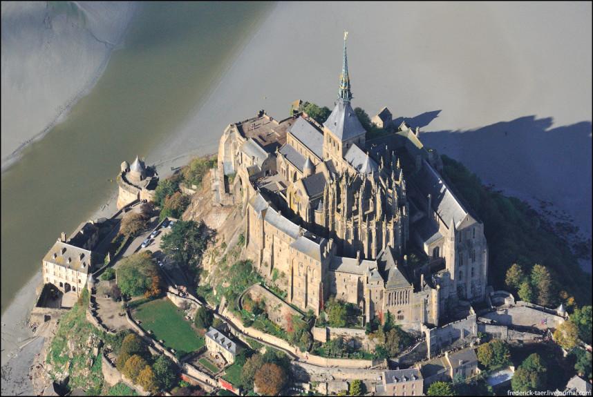 Вид Мон-Сен-Мишель с высоты