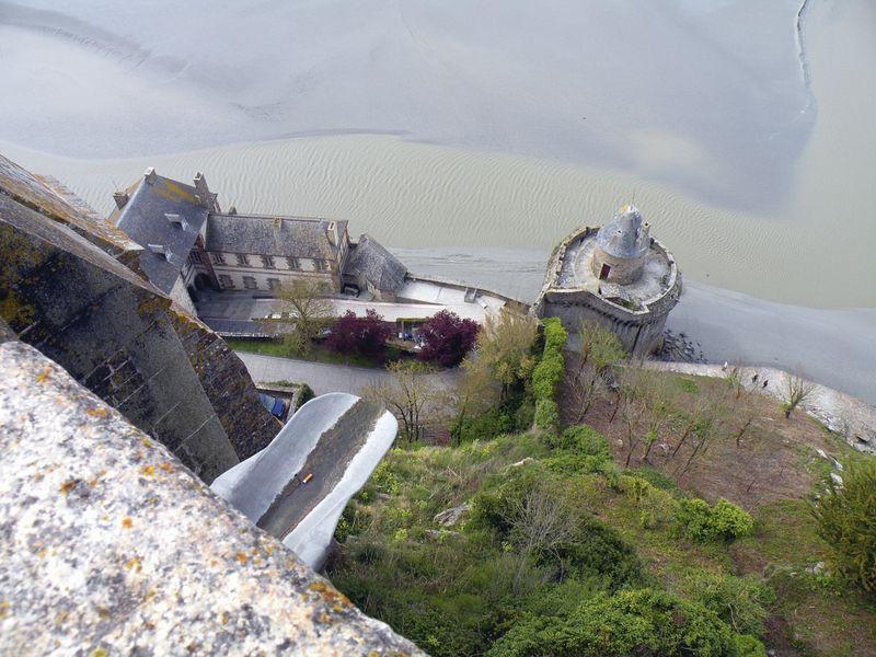 Неприступный замок Мон Сен-Мишель