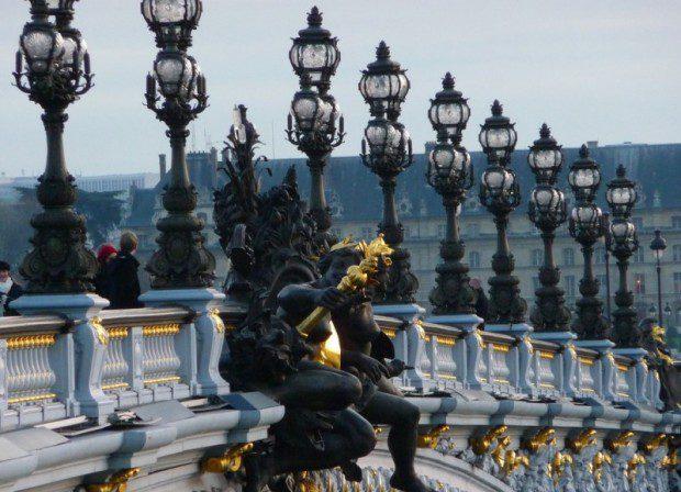 Скульптуры на мосту Александра III