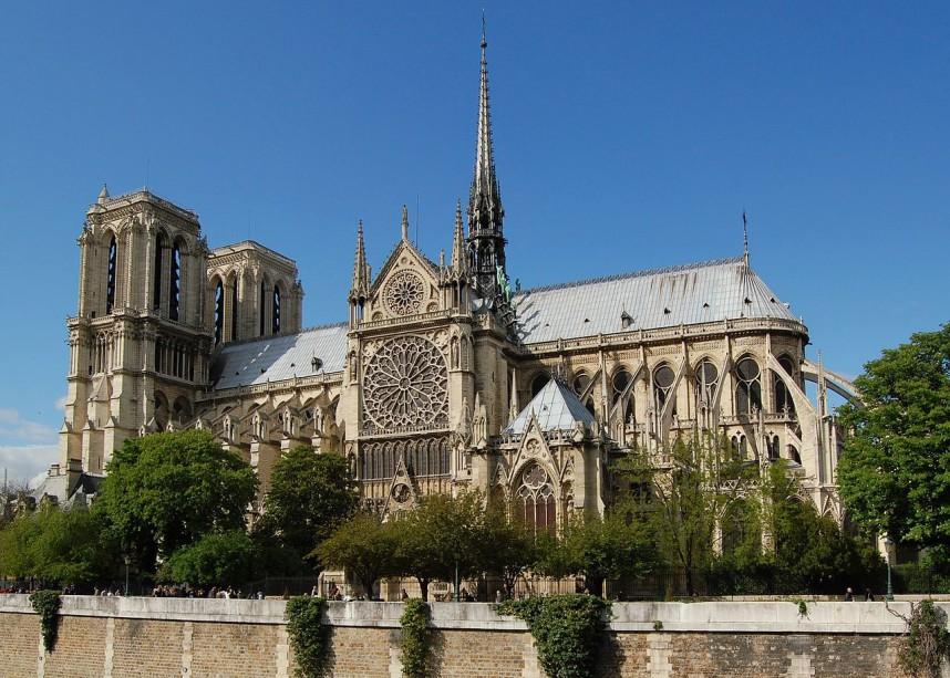 Фасад собора Нотр-Дам де Пари