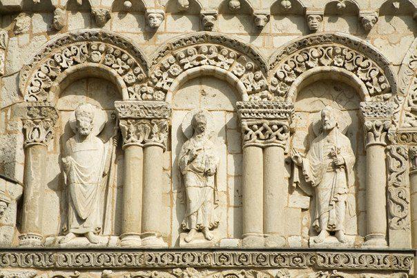 Нотр-Дам-ля-Гранд,святые