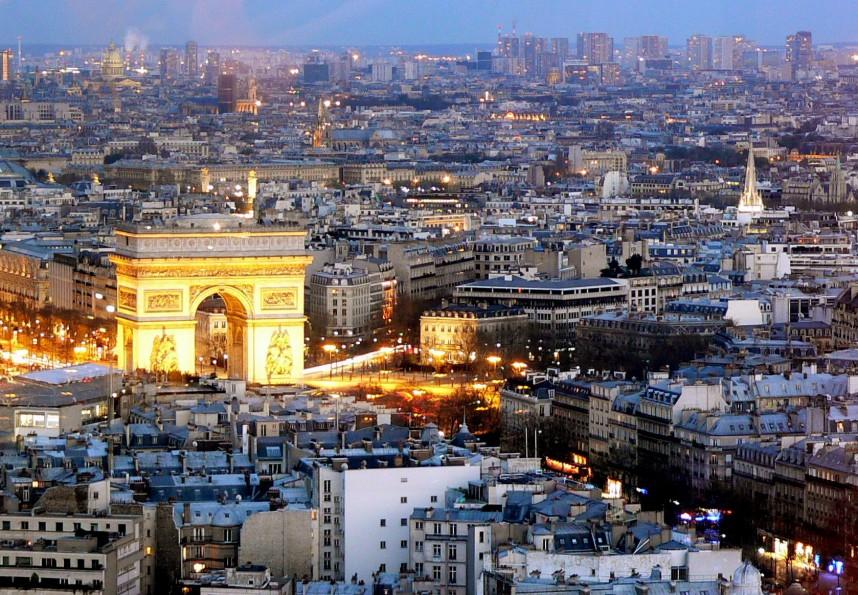Париж, Триумфальная арка вечером