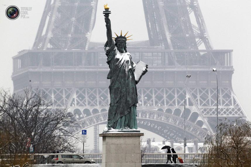 Статуя Свободы в Париже, зима