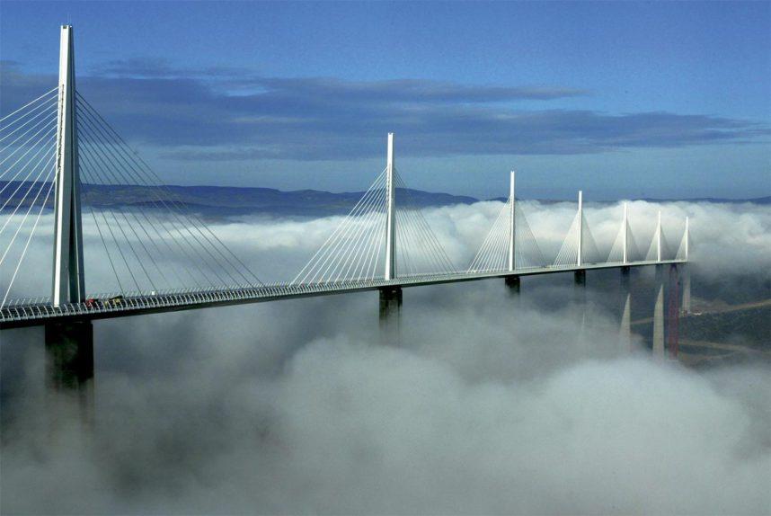 Виадук Мийо в тумане