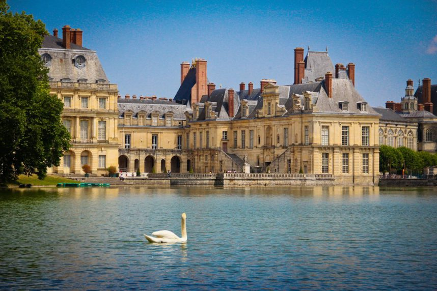 Замок Фонтенбло, озеро с лебедями