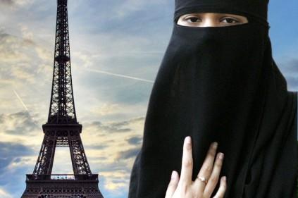 Во Франции требуют вернуть паранджу