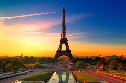 Фрагмент лестницы с Эйфелевой башни будет выставлен на аукцион в Париже