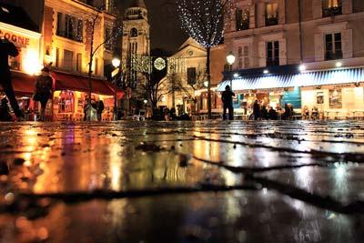 Достопримечательности Парижа остались без света