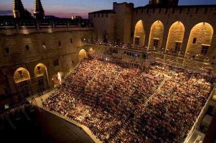 Фестиваль в Авиньоне будет прерван… большим балом