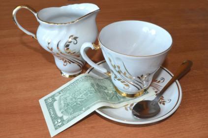 Французы больше всех дают на чаевые!