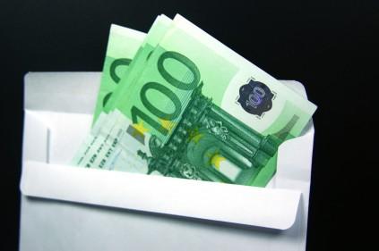 Туристы не хотят тратить деньги во Франции