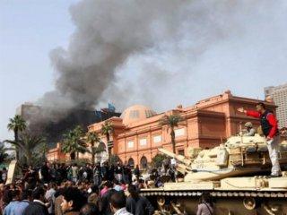 Несмотря на тревожные новости из Египта правительство Франции своих не эвакуирует