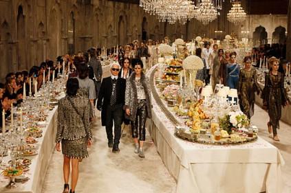 Карл Лагерфельд представил новую коллекцию для Chanel