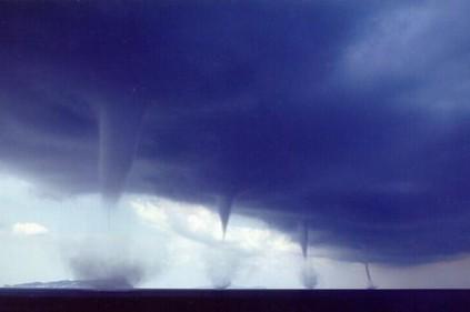 Торнадо портит весеннюю погоду в Тулузе