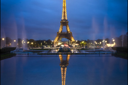 Эйфелева башня — 122-летний флагшток